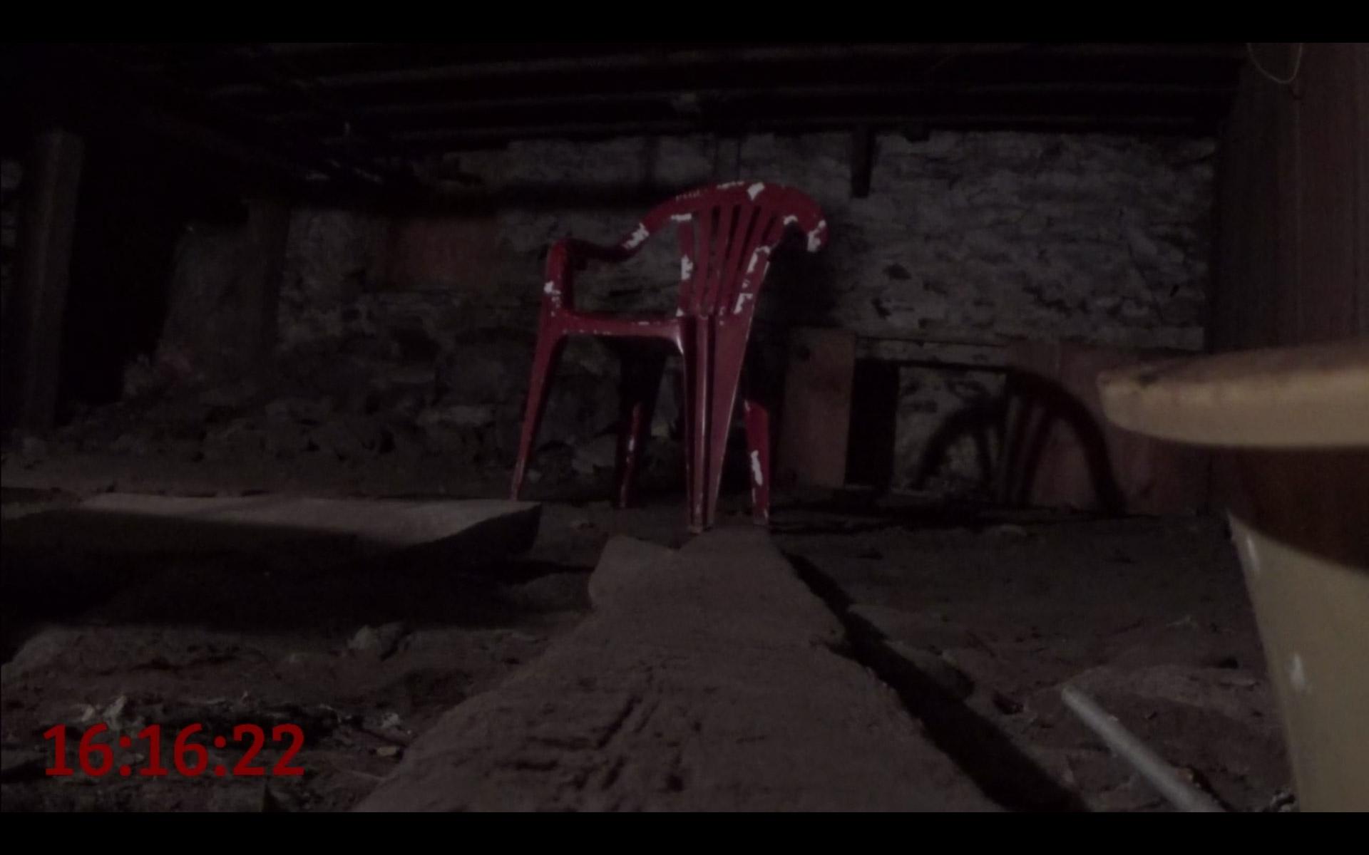 blizzard essaie de vous faire peur avec une chaise