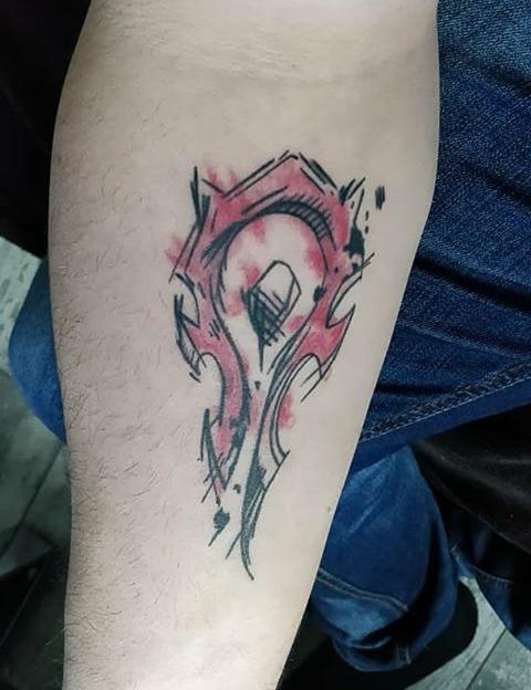 Deux heures et demie pour un joli tatouage du logo de la - Tatouage a deux ...
